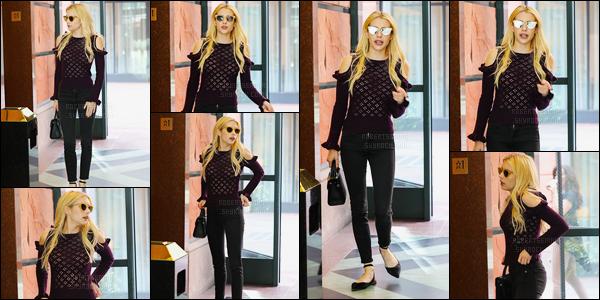 07.10.2016 ─ Emma Roberts a été photographiée alors qu'elle arrivait chez un médecin, étant, dans Beverly Hills.La belle actrice a ensuite été photographiée dans les rues de Beverly Hills. Concernant sa tenue c'est un top de ma part, elle est magnifique ! Vous ?