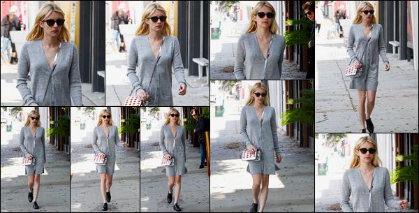 13.10.2016 ─ Emma Roberts a été aperçue, alors, qu'elle faisait du shopping, dans les rues, étant, à Los Angeles.La belle actrice été accompagnée de sa maman... Quoi de mieux qu'une virée entre filles ! Concernant sa tenue j'aime beaucoup sauf les chaussures.