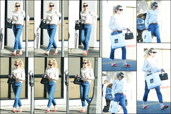 05.11.2016 ─ Emma Roberts a été photographiée, alors, qu'elle quittait le restaurant Joan's dans Los Angeles, CA.Les cheveux attachés et avec ces lunettes de soleil, la belle été vêtue simplement. D'ailleurs, je ne suis pas très fan de sa  tenue, c'est donc un flop !