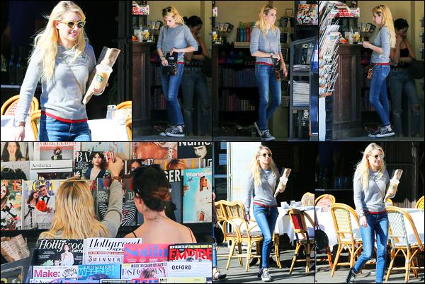 13.11.2016 ─ Emma Roberts a été photographiée pendant qu'elle se promenait dans les rues étant dans Los Feliz.Après avoir fais quelques courses, Emma R a été vue quittant le magasin. Concernant sa tenue, c'est décontractée mais j'aime beaucoup, c'est un top.