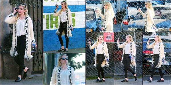 18.11.2016 ─ Emma Roberts a été photographiée alors qu'elle se rendait à un studio, étant dans West Hollywood.Téléphone et bouteille d'eau à la main, la belle avait l'air d'être sûrement en facetime vu comment elle le tiens... Concernant la tenue, c'est un top !