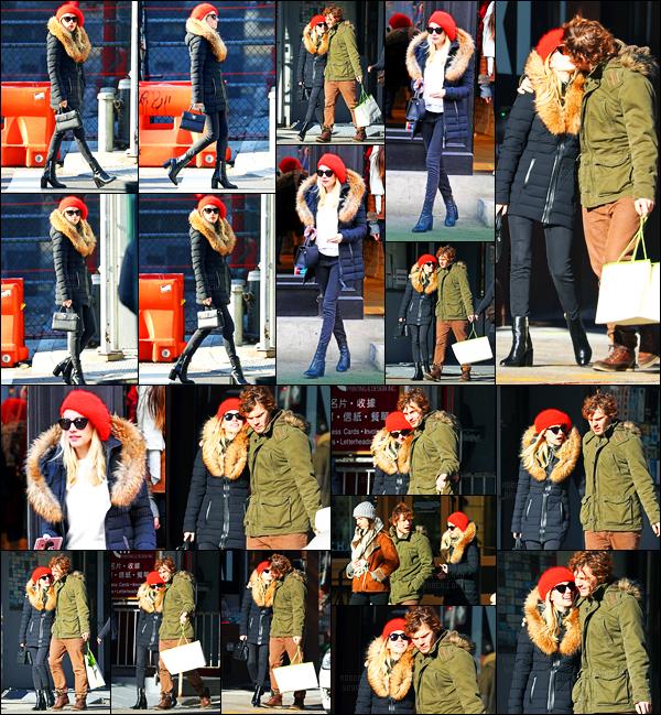 09.12.2016 ─ Emma Roberts a été photographiée pendant qu'elle faisait du shopping, dans la ville, étant, à Soho.La belle blondinette été accompagnée de son fiancé, Evan Peters et de sa mère. Concernant sa tenue c'est un beau top de ma part. Et vous, vos avis?