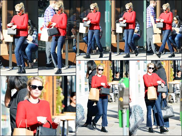 16.12.2016 ─ Emma Roberts a été photographiée, pendant, qu'elle quittait un snack, étant dans Beverly Hills, CA.Elle est donc aller se chercher à manger pour emporter. Concernant sa tenue, c'est un petit bof, que je lui accorde, je suis pas trop fan de son haut...