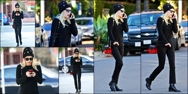 17.12.2016 ─ Emma Roberts a été photographiée pendant qu'elle se promenait dans les rues étant à Beverly Hills.Nous avons malheureusement que très peu de photos de cette sortie. Concernant sa tenue, c'est un top de ma part, même si c'est totalement noir...