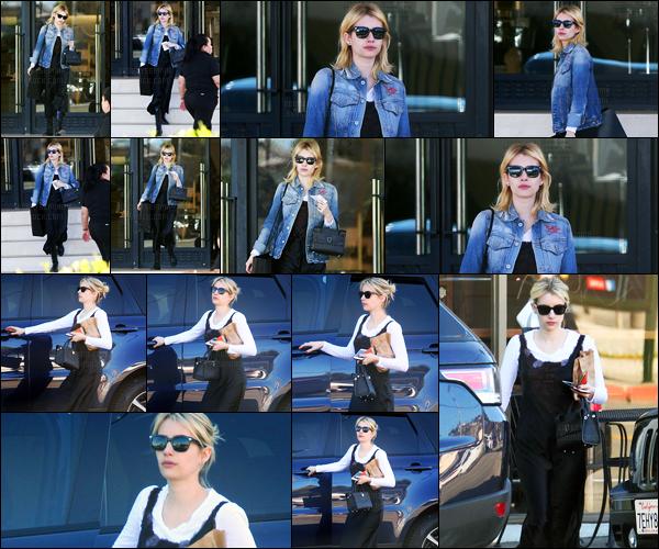 20.12.2016 ─ Emma Roberts a été photographiée, alors, qu'elle quittait le magasin Barney's, étant à Beverly Hills.Un peu plus tard dans la journée, la belle blonde a été vue faisant du shopping. Concernant la tenue, je ne suis pas trop fan personnellement. Flop..
