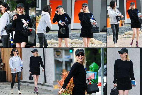 08.01.2017 ─ Emma Roberts a été photographiée, alors, qu'elle se promenait, dans les rues, étant à Los Angeles.La belle blondinette a été photographiée, en compagnie de Brit Elkin. Concernant sa tenue, c'est un peu simple, mais j'aime bien, c'est donc un top !