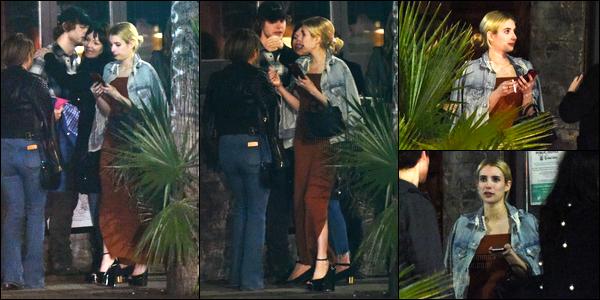 21.01.2017 ─ Emma Roberts a été photographiée alors qu'elle se promenait, dans les rues, étant dans Hollywood.Emma R été accompagnée de ses amis et de son fiancé, Evan Peters. Concernant la tenue de Em', on ne la voit pas trop mais ça a l'air d'être un top !