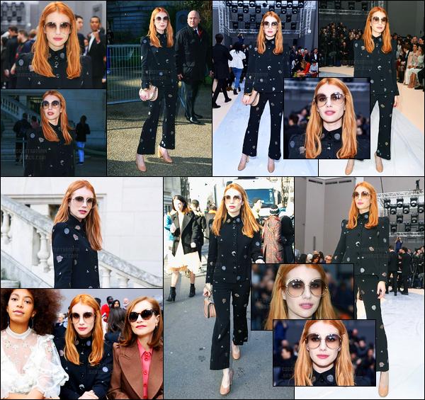 02.03.2017 ─ Emma Roberts était présente lors du défilée de la marque «Chloe» pour la fashion week dans Paris.La belle était donc présente lors d'un défilé d'une grande maison de couture Française, munis de lunettes de soleil. Concernant sa tenue, c'est un bof.