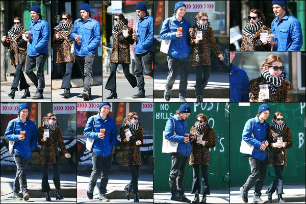 29.03.2017 ─ Emma Roberts a été photographiée, pendant, qu'elle se promenait avec Evan Peters, étant, à Soho.La belle est donc accompagnée de son fiancé, ça faisait un moment qu'on les avaient pas vu ensemble en candids... Sa tenue est un top, pour moi !