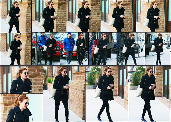 02.04.2017 ─ Emma Roberts a été photographiée, alors, qu'elle se promenait, dans les rues dans New-York City.Et c'est en ce début de mois d'avril que la belle continue de sortir, pour notre grand plaisir. Concernant sa tenue c'est un beau top pour moi. Vos avis?