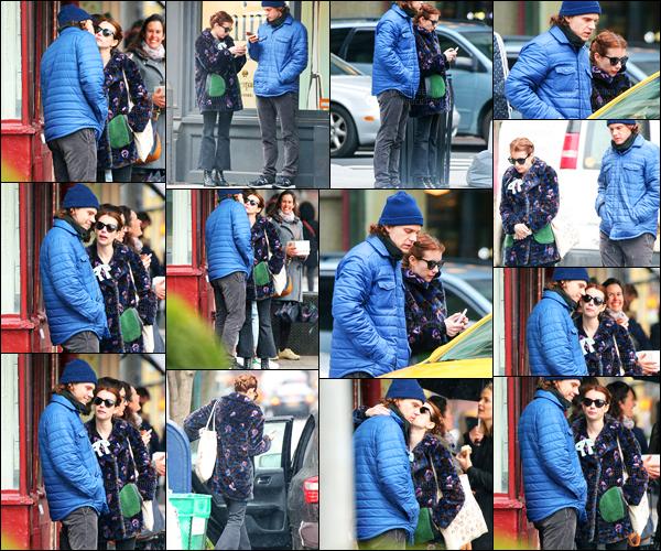 04.04.2017 ─ Emma Roberts a été photographiée, alors, qu'elle se promenait, dans les rues, dans New-York City.C'est encore une fois en compagnie de son fiancé, Evan Peters que la belle Emma a été vue. Concernant sa tenue, c'est un top de ma part ! Vos avis ?