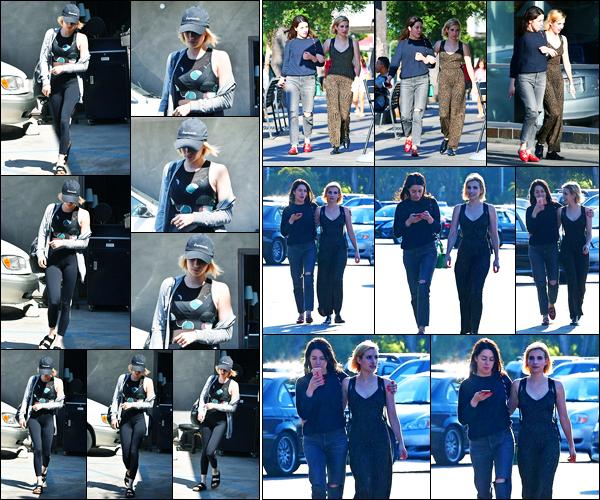 21.08.2017 ─ Emma Roberts a été photographiée alors qu'elle quittait son cours de gym, étant dans Los Angeles.La veille, la belle blondinette a été photographiée en compagnie d'une amie à Studio City.  Concernant ses deux tenues, c'est deux beaux tops de ma part.