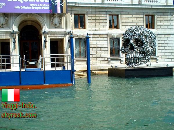Art Vénitien : Photo n°2  .  Une tête qui flotte !  .
