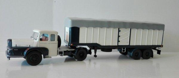 Thierry (roadmaster 87) a répondu présent une fois de plus en me trouvant un autre modèle identique à ce Unic zu  izoard de la collection Altaya pour réaliser mon projet de le transformer en cabine couchette.