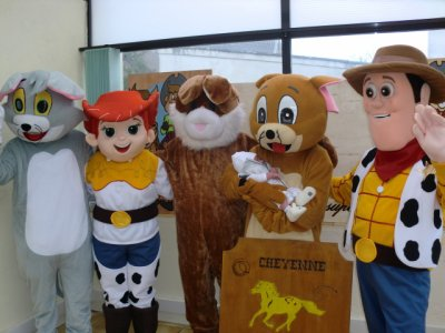 ethann parmis les mascottes du cheyenne country show