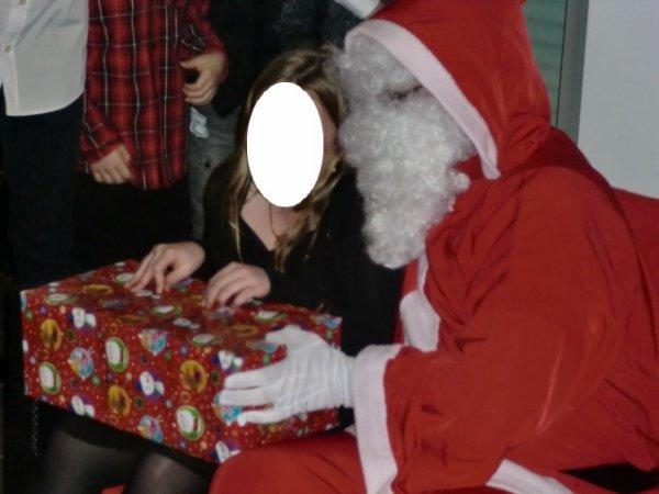 le pere noel a rendue une petit visite a de nombreux enfants du cambraisi le 07/12/2012