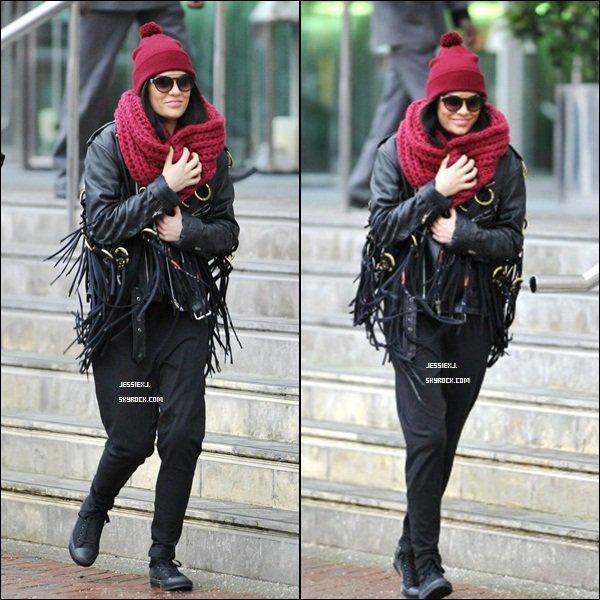 CANDID 13/12 -  Jessie sortant de l'hôtel Lowry à Manchester