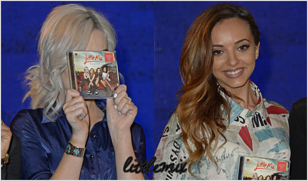 11/11/13 Little Mix ont fait une séance dédicace au HMV sur Oxford Street à Londres.