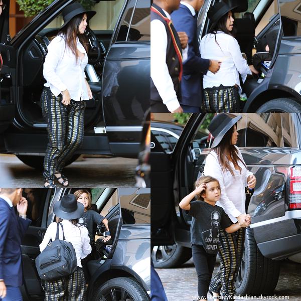 18/08/2014 : Kourtney et son fils Mason arrivant à l'hôtel Montage à Beverly Hills.
