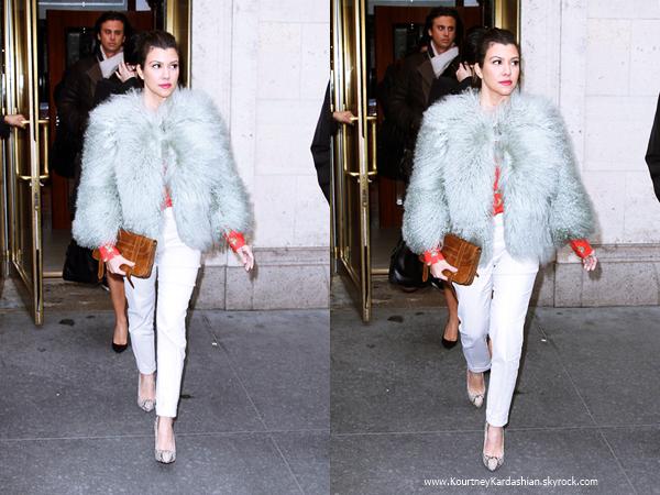 15/01/2013 : Kourtney, sa soeur Kim et Jonathan Cheban quittant le restaurant Cipriani à NYC.