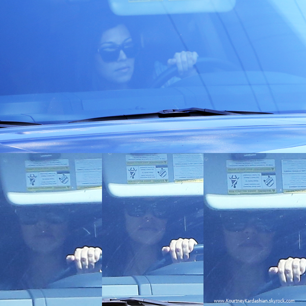 04/09/2014 : Kourtney se promenant en voiture à Los Angeles.