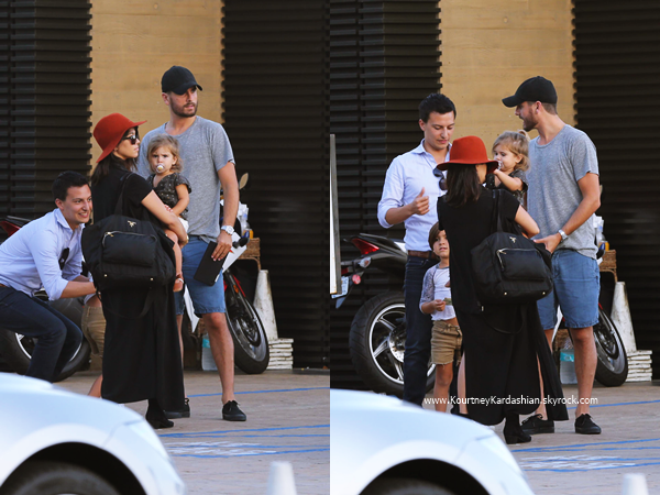 13/09/2014 : Kourtney arrivant avec ses enfants à la boutique Barneys New York à Beverly Hills.