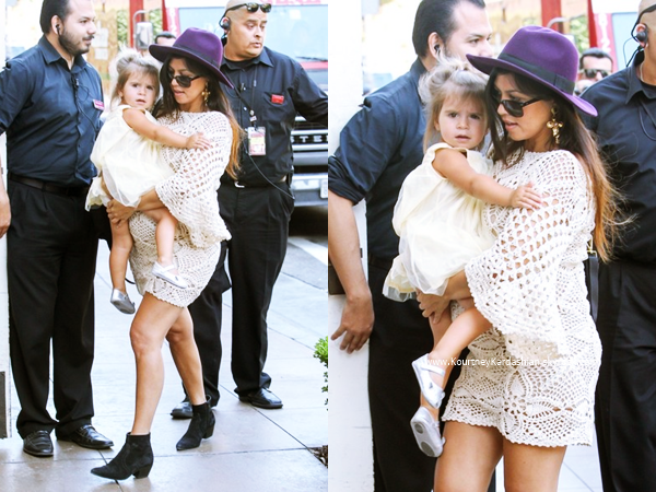 14/09/2014 : Kourtney et sa petite famille arrivant/quittant la boutique American Girl Doll à Los Angeles.
