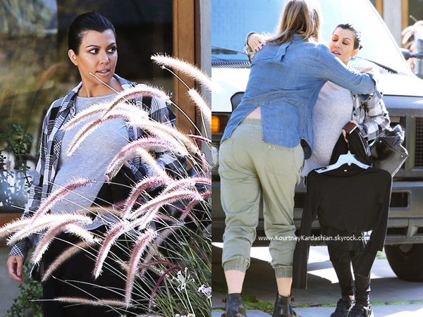 15/10/2014 : Kourtney quittant un studio à Studio City.
