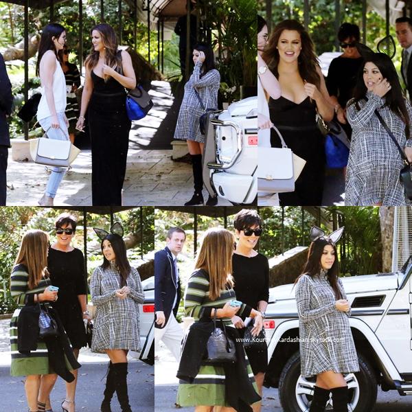 03/11/2014 : Kourtney, sa maman Kris et ses soeurs quittant l'hôtel Bel-Air à Beverly Hills.