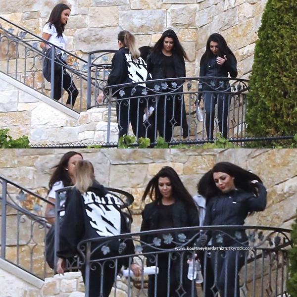 11/11/2014 : Kourtney et ses deux soeurs Kim et Khloé au Malibu Rocky Oaks Estate Vineyards à Malibu.