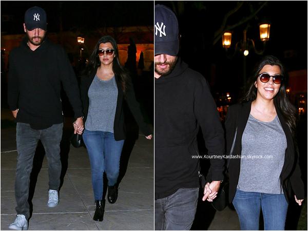 15/02/2015 : Kourtney et son fiancé Scott quittant le cinéma à Calabasas.