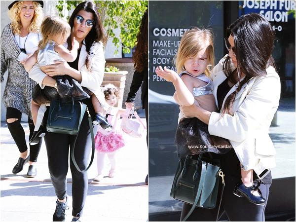 05/03/2015 : Kourtney emmenant sa fille Penelope à un cours de danse à Calabasas.