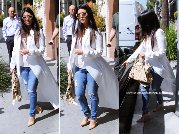 09/03/2015 : Kourtney et son fiancé Scott quittant le restaurant Nate'n Al Delicatessen à Beverly Hills.