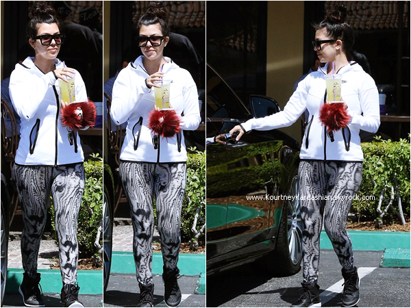 13/04/2015 : Kourtney et son fiancé Scott quittant le Coffee Bean & Tea Leaf  à Calabasas.