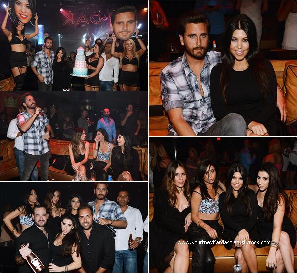 18/04/2015 : Kourtney célébrant son 36ème anniversaire au 1 OAK Nightclub à Las Vegas.
