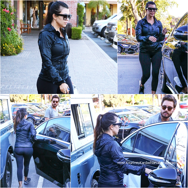 27/04/2015 : Kourtney, son fiancé Scott et ses enfants quittant le restaurant Rosti Tuscan Kitchen à Calabasas.