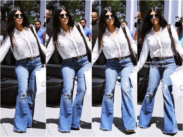 12/05/2015 : Kourtney, Scott et son fils Mason arrivant/quittant la boutique DASH à Los Angeles.