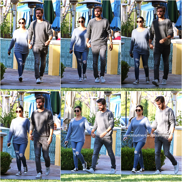18/05/2015 : Kourtney et son fiancé Scott quittant le restaurant Sugarfish à Calabasas.