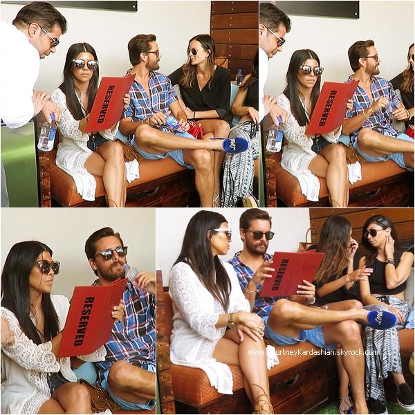 23/05/2015 : Kourtney célébrant le 32ème anniversaire de Scott au Bare pool lounge à Las Vegas.