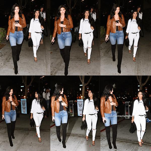 29/07/2015 : Kourtney allant dîner avec ses soeurs Kendall et Kylie à Los Angeles.