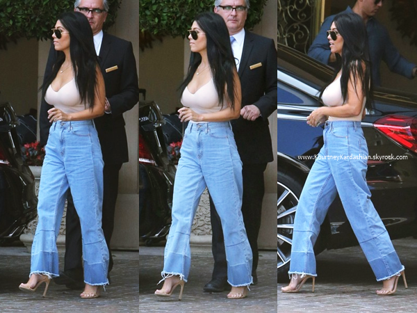 07/08/2015 : Kourtney quittant l'hôtel Montage à Beverly Hills.