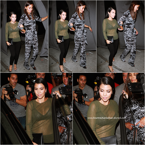 14/08/2015 : Kourtney et une amie quittant le restaurant Craig à Beverly Hills.