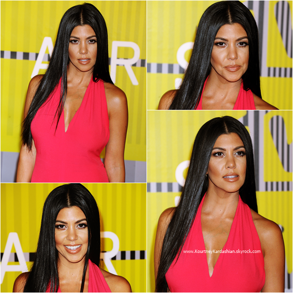 30/08/2015 : Kourtney assistant aux MTV Video Music Awards à Los Angeles.