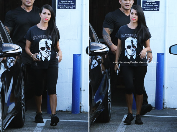 08/09/2015 : Kourtney quittant un studio à Van Nuys.