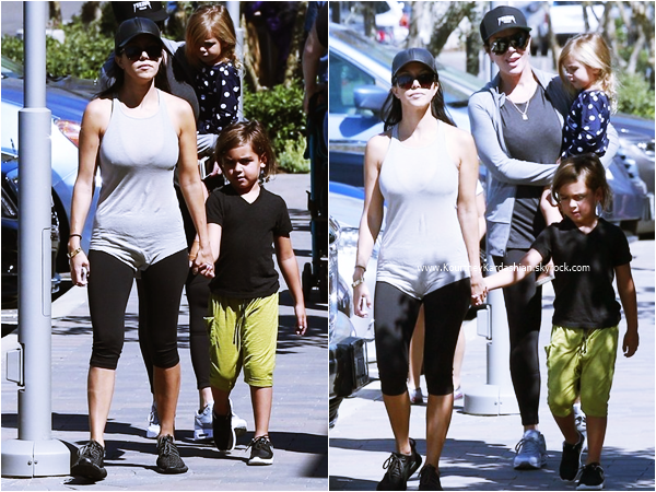 19/09/2015 : Kourtney, ses enfants, sa mère Kris et Corey se rendant au Farmers Market à Westfield Topanga.