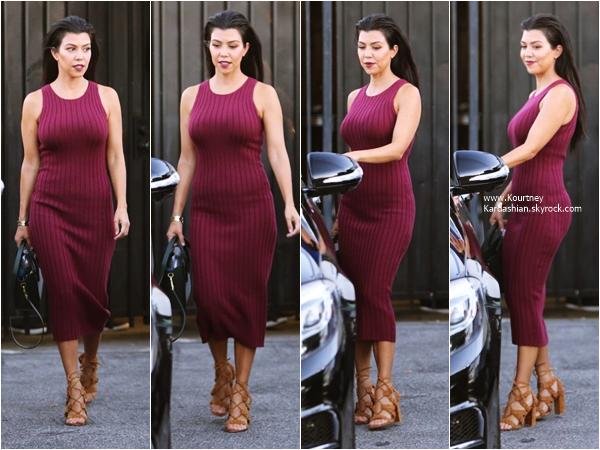 28/09/2015 : Kourtney arrivant/quittant un studio à Sherman Oaks.