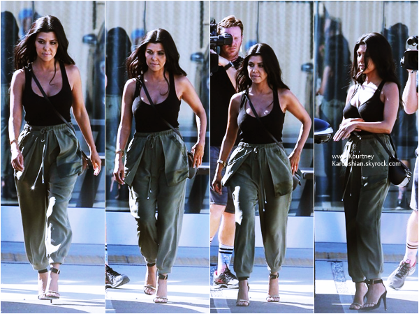 29/09/2015 : Kourtney quittant les studios Smashbox à Culver City.