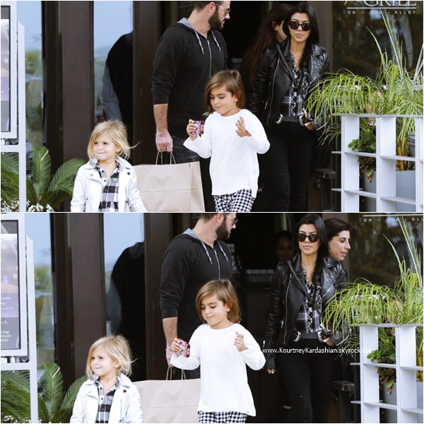 04/10/2015 : Kourtney, ses enfants et sa nièce North quittant le restaurant The Grill on the Alley  à Thousand Oaks.
