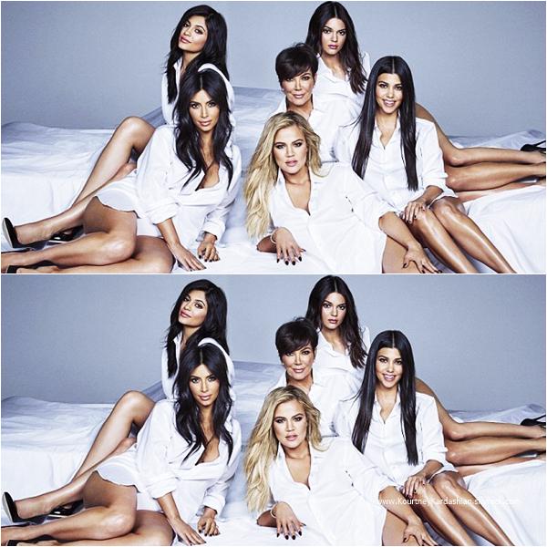 Cosmopolitan Magazine : Découvrez Kourtney, sa maman et ses soeurs en couverture du magazine Cosmopolitan de Novembre 2015.