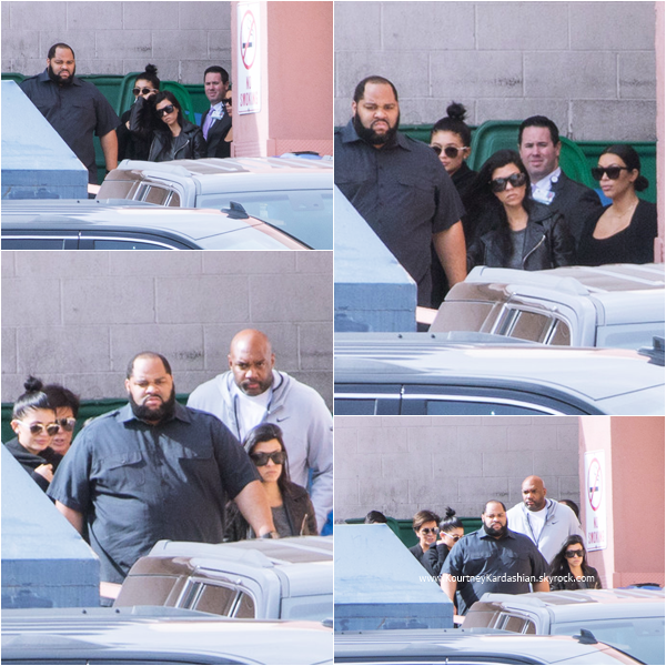 15/10/2015 : Kourtney et sa famille arrivant/quittant le Sunrise Hospital à Las Vegas.